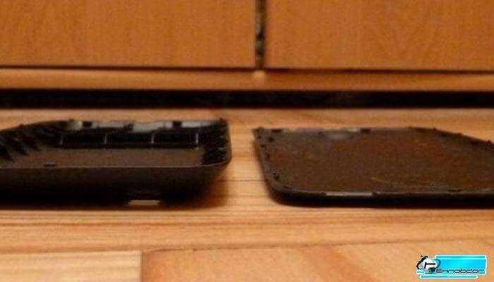 Смартфоны и планшеты, изготовленные польскими компаниями, занимают очень спорную позицию. Люди, у которых есть смартфоны и планшеты польского производства, часто считают, что они характеризуются лучшим соотношением цены и качества. В свою очередь, пользователи фирменных приборов, таких как Samsung, Nokia и HTC, идентифицируют их как китайцев и оборудование с худшим возможным качеством. Кто прав? Постараемся это проверить на смартфоне, который, хоть и был изготовлен польской компанией GoClever, однако его не найдешь на нижней ценовой полке. GoClever Insignia 5X представляет собой необычный телефон не только потому, что он польский, но и потому что оснащен двумя батареями, которые, по словам производителя оборудования, могут обеспечить бесперебойную работу на протяжении не только одного или двух, но даже трех-четырех дней. Является ли это действительно быть? Время, чтобы узнать. Характеристики телефона Технические характеристики устройства очень хорошие для телефона с данной ценовой полки. Первый элемент, который вызывает искреннее удивление это 5-дюймовый дисплей с разрешением 1920 х 1080 пикселей. Немногие телефоны в этом ценовом диапазоне могут похвастаться аналогичными параметрами. Нормальная работа этого телефона обеспечивается благодаря четырехъядерному процессору Cortex-A7 с тактовой частотой 1,5 ГГц и 1 Гб оперативной памяти. В дополнение к этому GoClever Insignia 5 имеет две камеры. Задняя оснащена матрицей с разрешением 8 мегапикселей, а фронтальная камера 2-х мегапиксельная. Конечно, камера заднего вида также имеет светодиодную вспышку. Другие особенности телефона это обслуживание двух сим-карт, WiFi, Bluetooth, GPS и FM-радио. Операционная система Android 4.2 Jelly Bean. Производитель может похвастаться также идеально подходящим резиновым корпусом, который можно свободно персонализировать с помощью полимерной пленки. Однако, больше всего радует то, что в комплект с телефоном входит два аккумулятора емкостью 2000 и 4000 мАч. Их можно использовать как взаимо