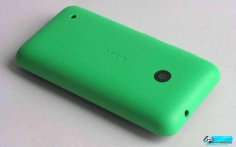 Nokia Lumia 530 вид сзади