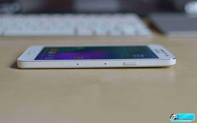 Samsung Galaxy A3 вид сбоку