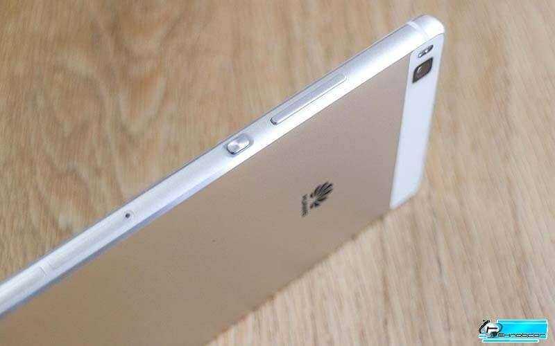 Huawei Р8 Ascend справа