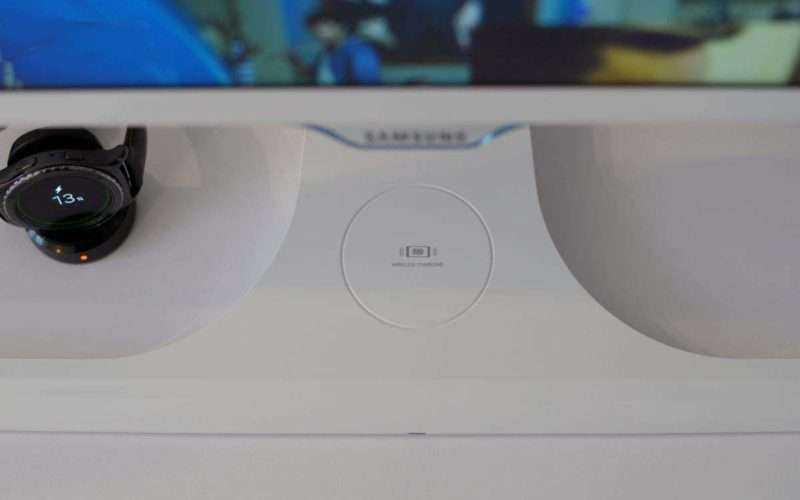 Монитор Samsung S27E370D - беспроводная зарядка