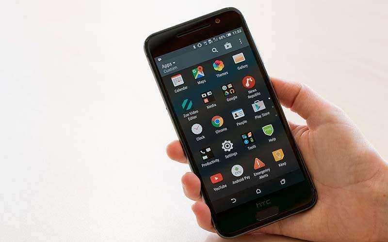 Это не iPhone, это смартфон HTC One A9