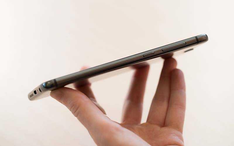 HTC One A9 сбоку