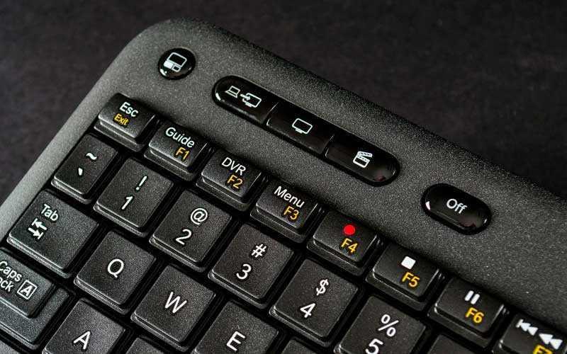 кнопкм управления Logitech Harmony Smart Keyboard