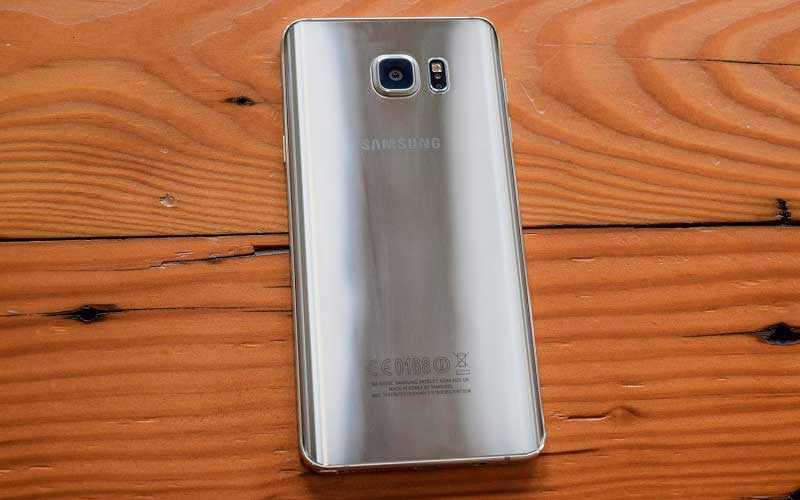 Samsung Galaxy Note 5 сзади