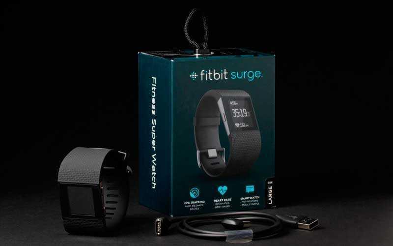 Fitbit Surge в коробке
