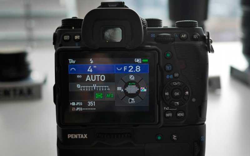 монитор Pentax K-1