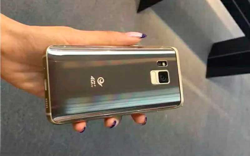Новый раскладной телефон Samsung SM-W2017