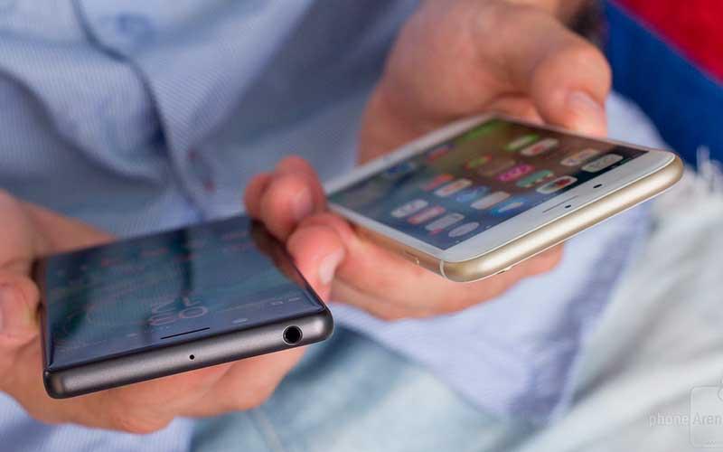 Сравнение Sony Xperia X и Apple iPhone 6s