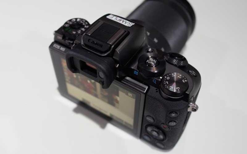 Фотокамера Canon EOS M5
