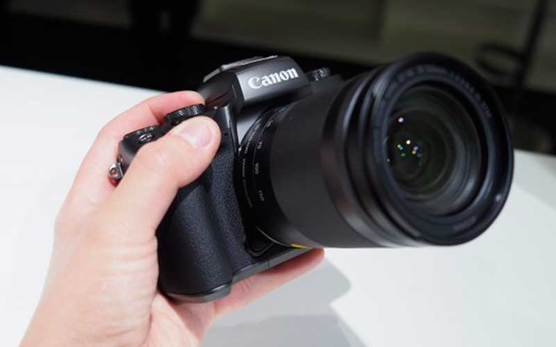 камера Canon EOS M5