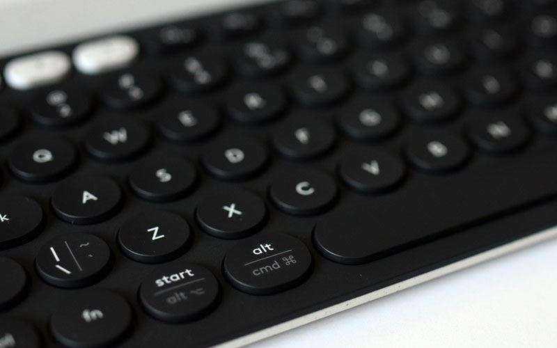 Клавиатура Logitech K780 Multi-Device Keyboard и мышь Logitech M720 Triathlon