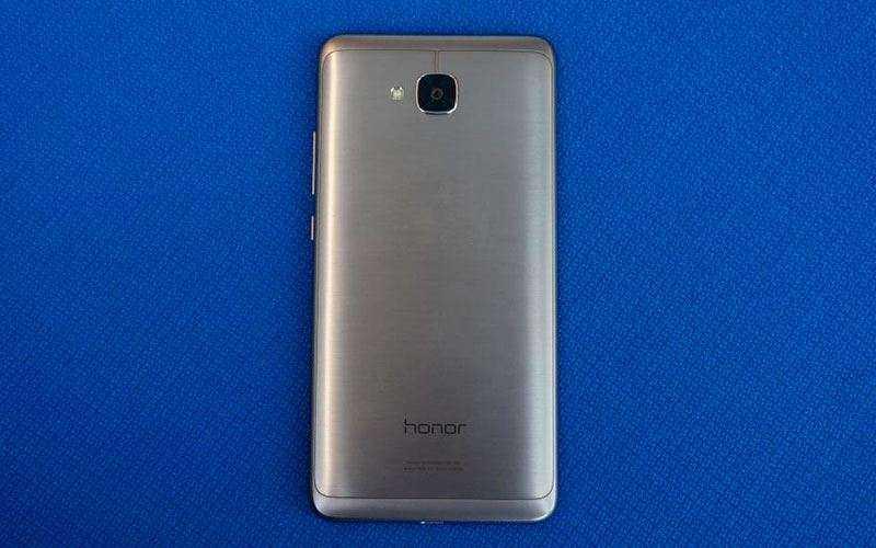 дизайн Huawei Honor 5C