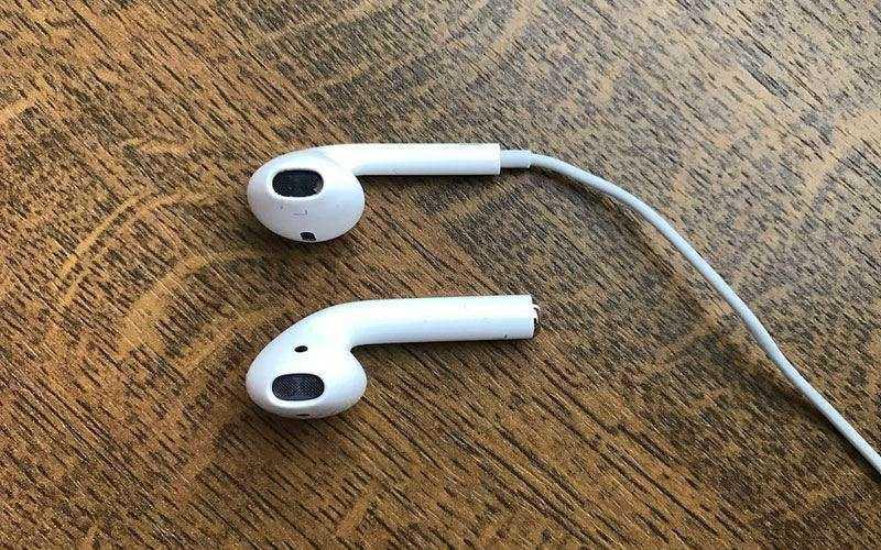 гарнитура Apple AirPods
