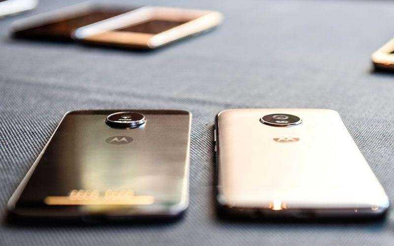 Телефон Lenovo Moto G5 и G5 Plus