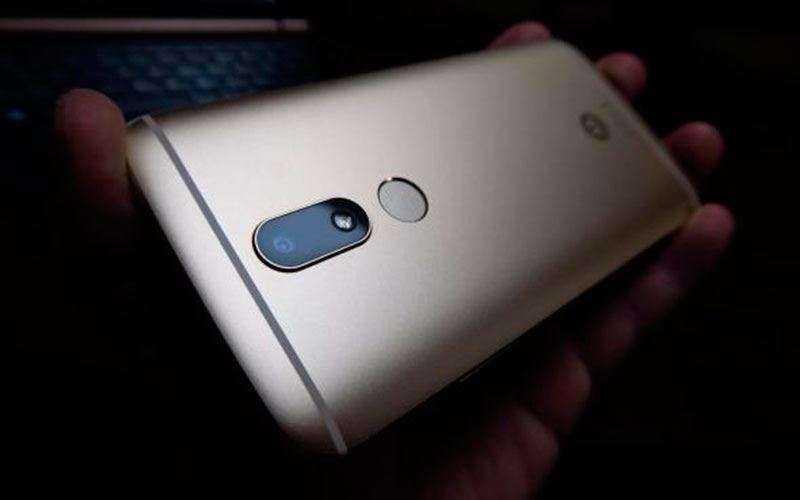Motorola Moto M отзывы