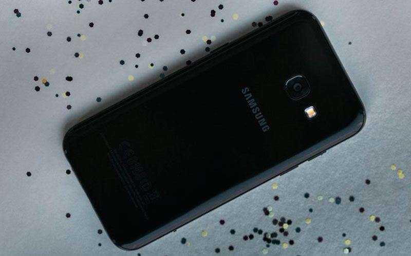 Дизайн и качество сборки Samsung Galaxy A3 (2017)