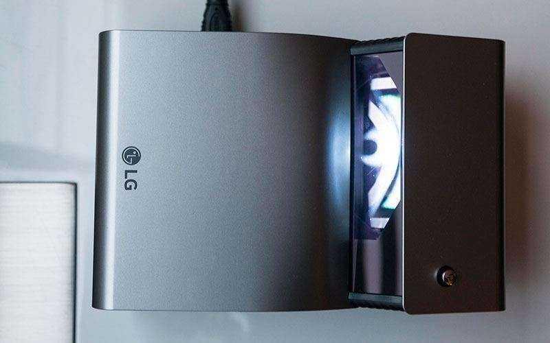 LG PH450UG - Обзор короткофокусного LED-проектора, который можно взять с собой