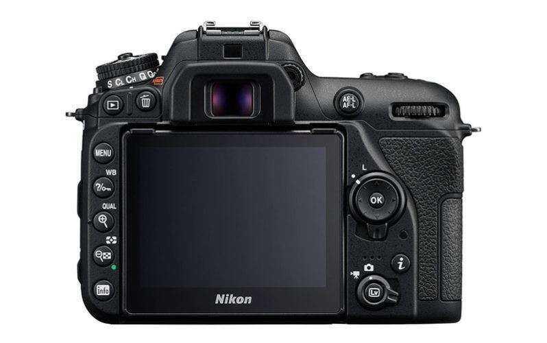 Экран Nikon D7500