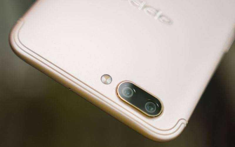 Новый смартфон OPPO R11