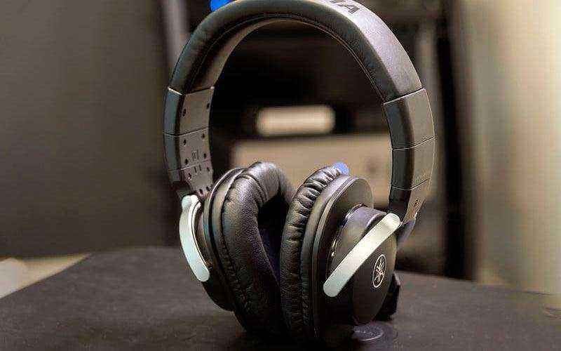 Yamaha HPH-MT8 Over-Ear Headphones