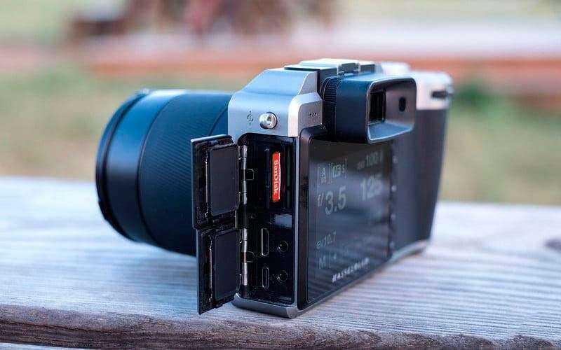 Hasselblad X1D отсек под карту памяти