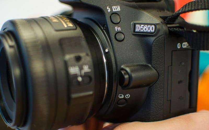 Дизайн Nikon D5600 и комфорт