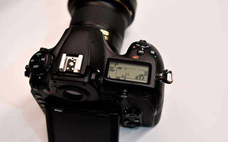 Дизайн Nikon D850