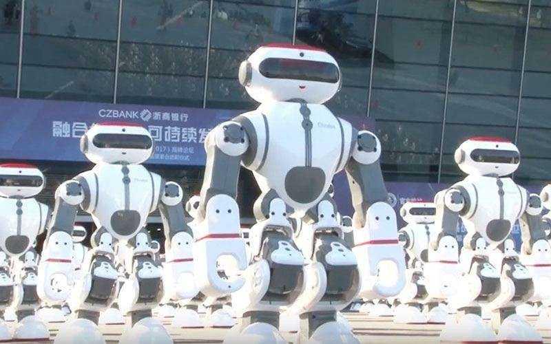 Более 1000 роботов танцуют для мирового рекорда Гиннеса