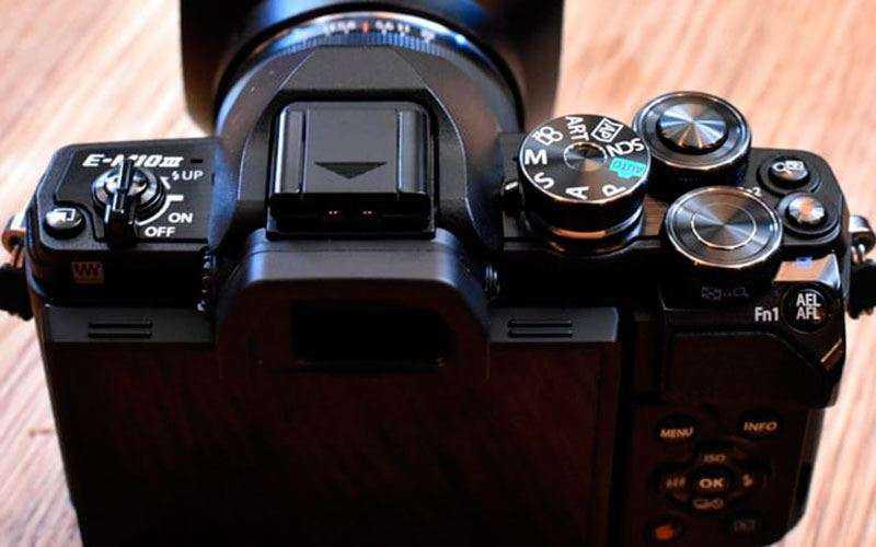 Фотокамера Olympus OM-D E-M10 Mark III как альтернатива камерофона