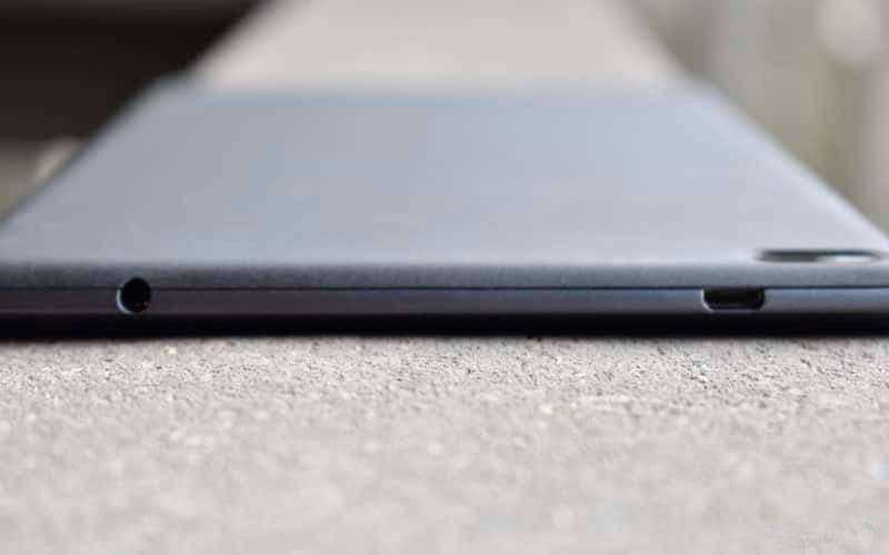 Планшет Lenovo Tab 4 8 сверху