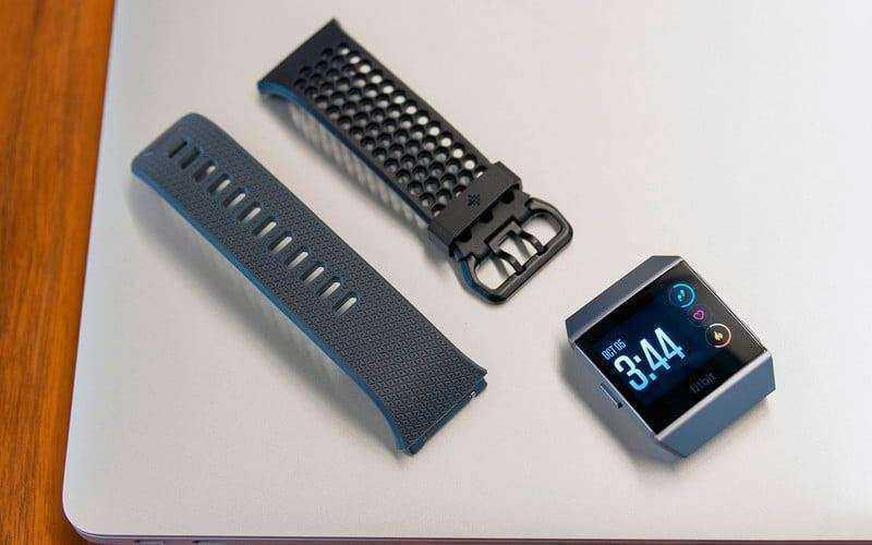 Fitbit Ionic из коробки