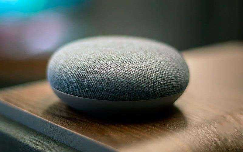 Обзор Google Home Mini — Уменьшенная версия популярной умной колонки