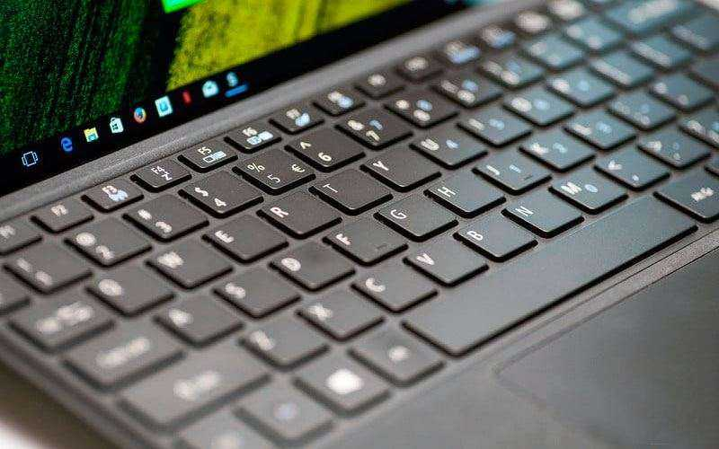 Клавиатура и тачпад Acer Switch 3