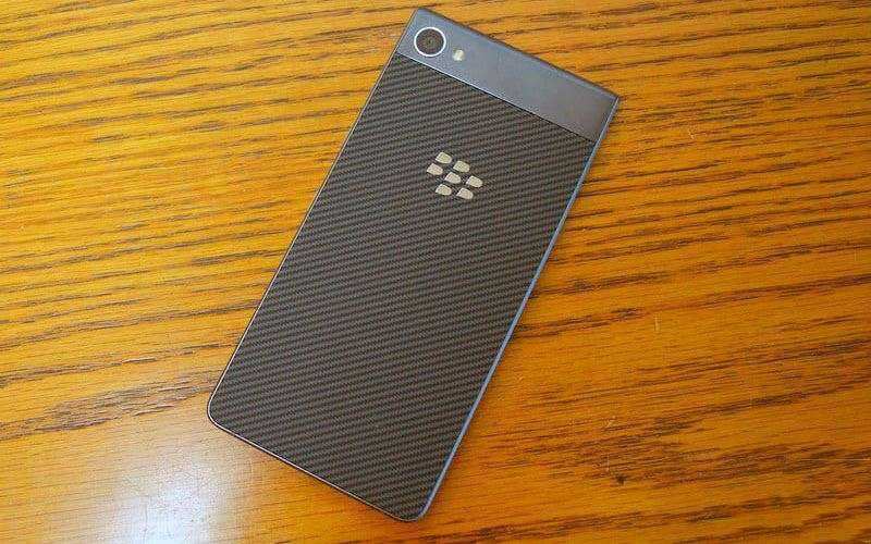 Дизайн BlackBerry Motion