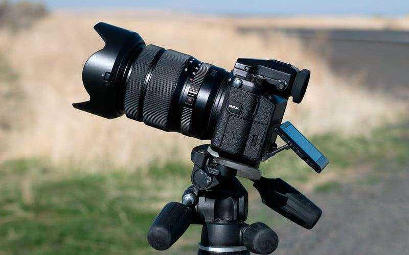 Fujifilm GFX 50S со штативом