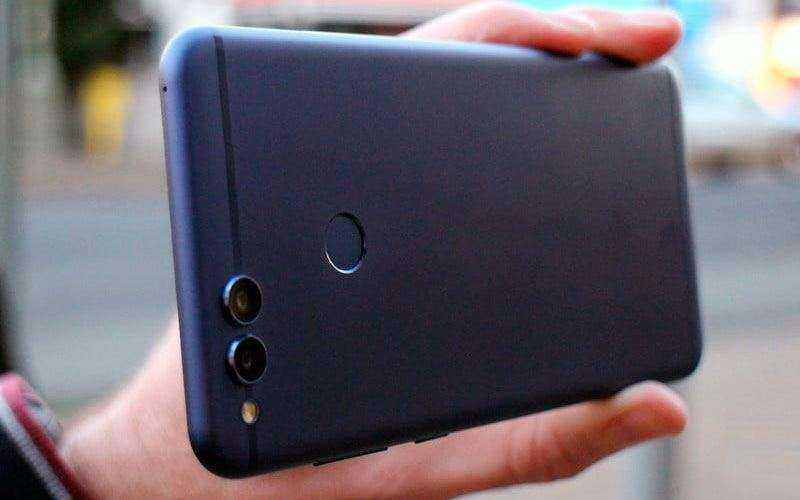 Бюджетный Huawei Honor 7X без рамок