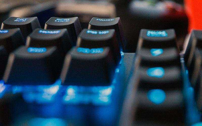 Комутаторы QX2 на SteelSeries Apex M750