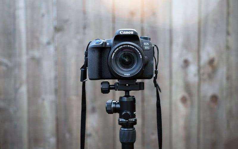Дизайн Canon EOS 77D