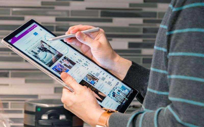 Экран Microsoft Surface Book 2