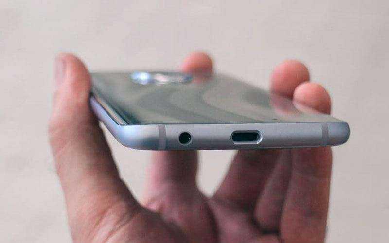Сравнение Sony Xperia XA2 Ultra и Motorola Moto X4