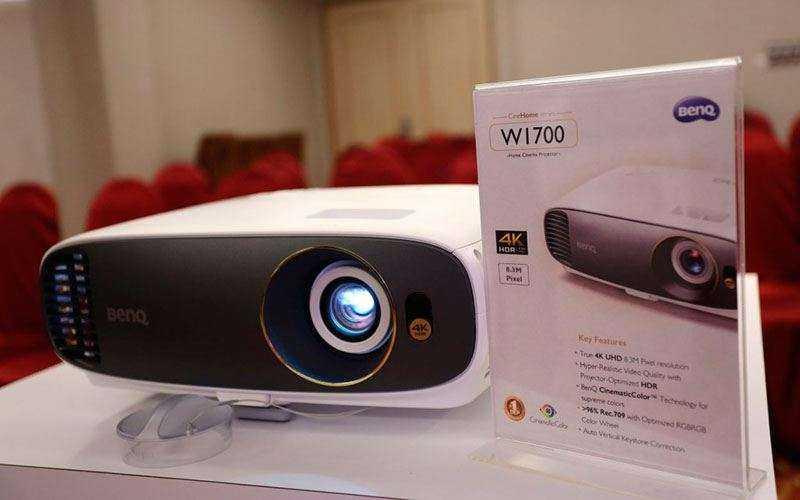 Домашний проектор BenQ W1700 с HDR и 4K UHD поступил в продажу