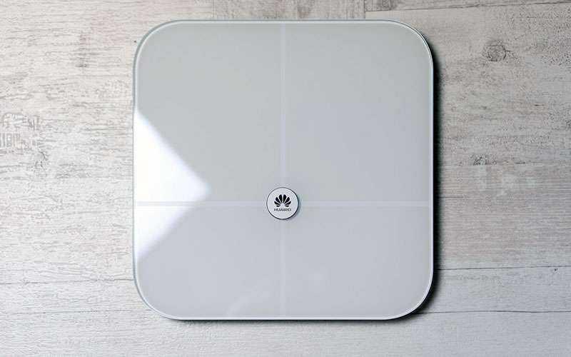 Худейте с Huawei Smart Scale — Обзор умных и доступных смарт-весов