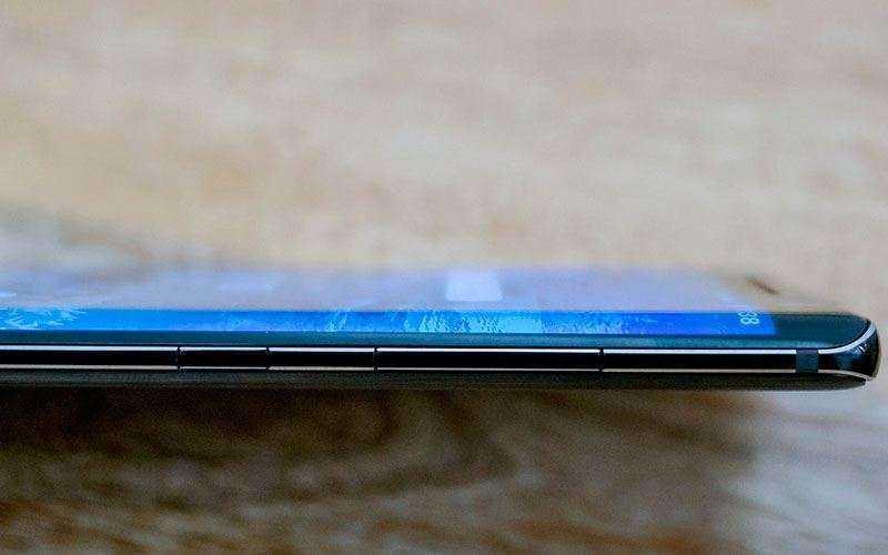Nokia 8 Sirocco края