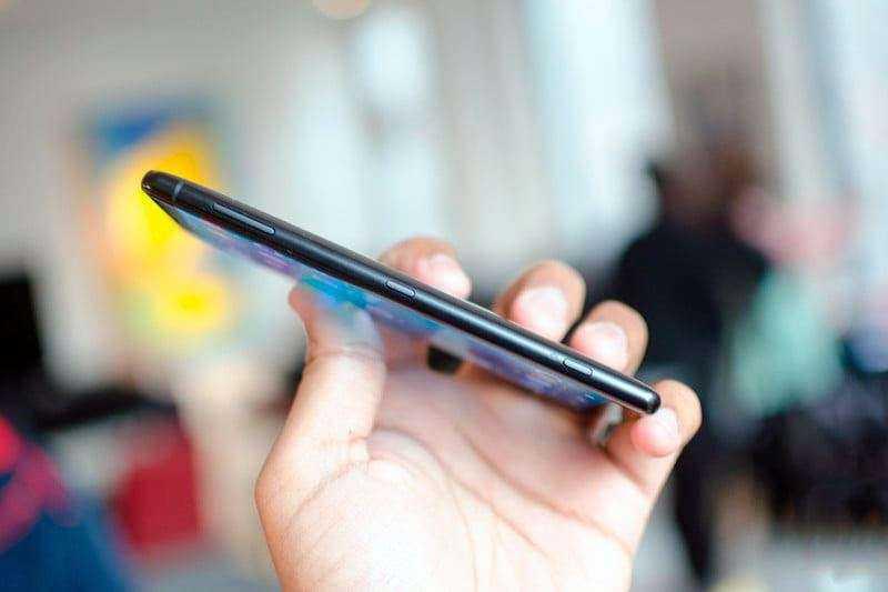 Sony Xperia XZ2 внешний вид