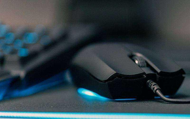 Razer Abyssus Essential — Обзор светящейся игровой мыши с хорошим датчиком и ценой