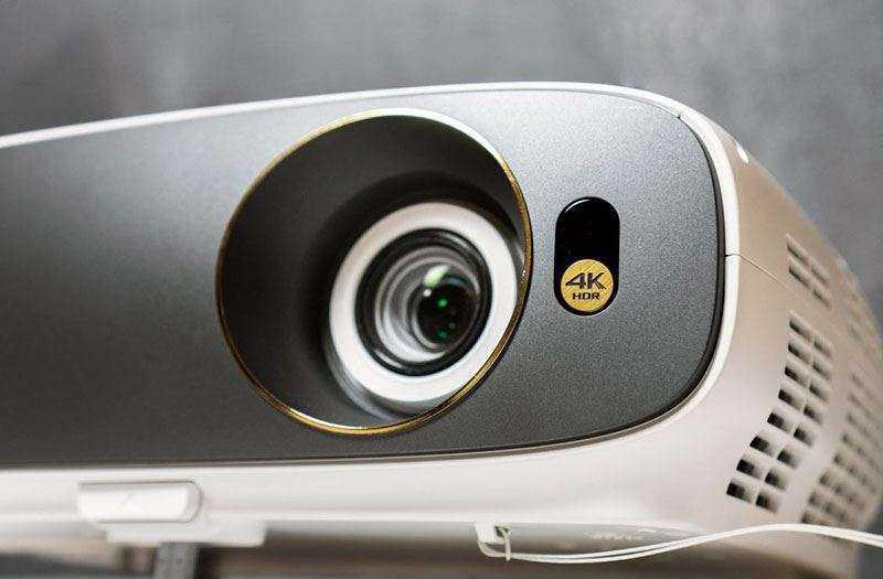 Обзор BenQ W1700 — 4K HDR проектора по цене хорошего телевизора