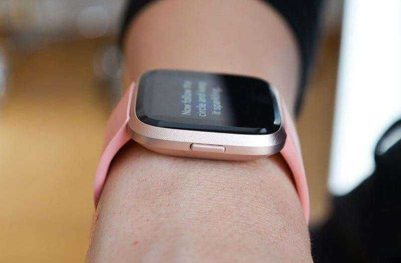 Обзор Fitbit Versa — Смарт-часы и фитнес-трекер в одном устройстве