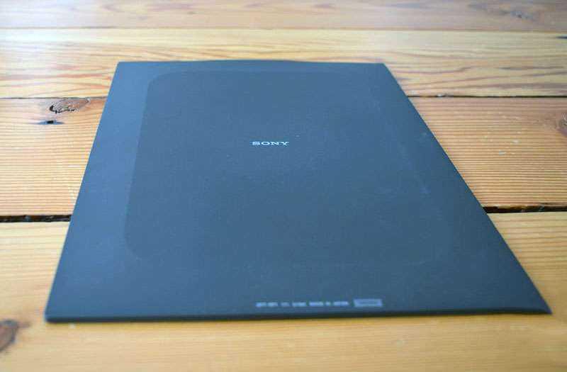 Sony Digital Paper сзади