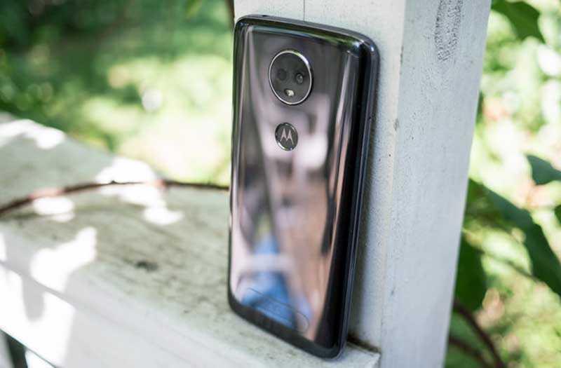 Телефон Moto E5 Plus